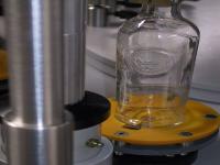 Orientamento meccanico di tacche sul vetro (laterali o sul fondo)