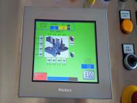 Regolazione automatica degli assi delle stazioni adesive, con la possibilità di automatizzare fino a 4 assi: movimento verticale, movimento orizzontale, inclinazione e basculamento