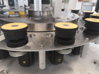 Bottle platforms handling system with double-profile cam in oil bath or with MP electronic control movement