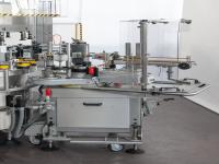 Groupes supplémentaires pour l'application d'étiquettes à colle froide, en donnant ainsi lieu à des machines combinées.