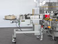 Groupes de distribution d'étiquettes autocollantes directement montés sur la machine ou modulaires (insérés ou enlevés selon les exigences de production, éventuellement directement sur les groupes à colle qui peuvent être désactivés électriquement)